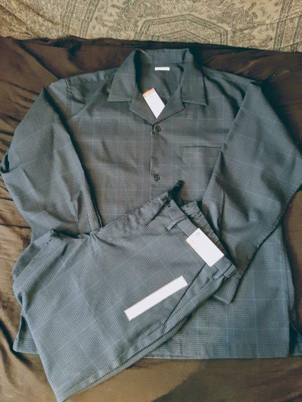 GUのオープンカラーシャツとイージーアンクルパンツ