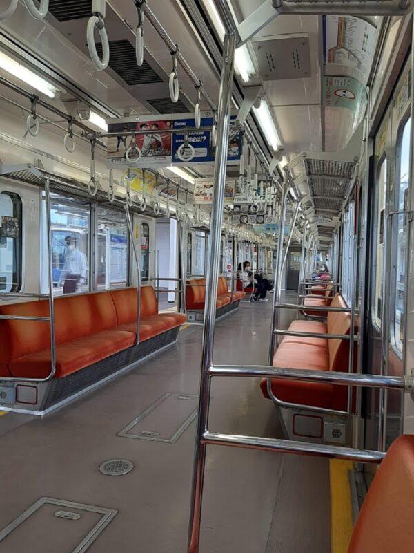 西武新宿線、車内の様子